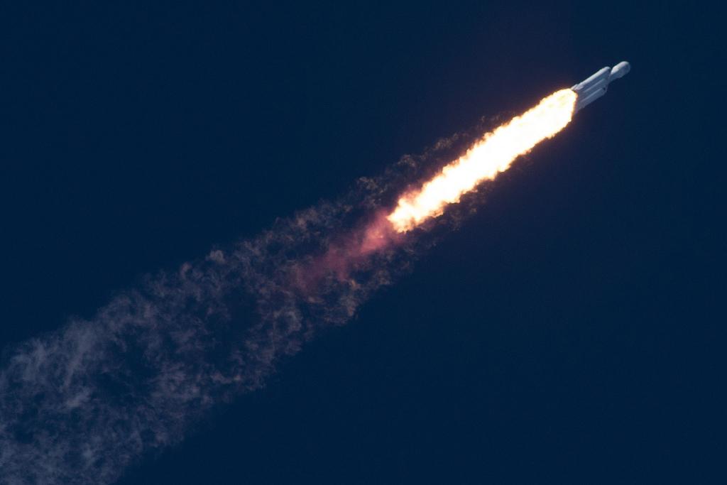 Falcon_Heavy_Leaving_Atmosphere_Flickr.jpg